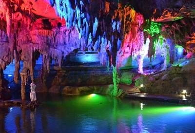 灵栖洞天风景区开放于1980年,但距今已有1300多年的游览历史,据《建德